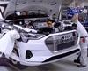 Podívejte se, jak se vyrábí Audi e-tron. Baterie mu dopravují autonomní přepravníky