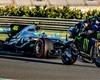 Rossi a Hamilton si vyměnili stroje. Oba pak řádili na okruhu ve Valencii