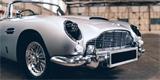 Bondův Aston DB5 se dočkal dětské verze. Kulomety nechybí, stejně jako tučná cena