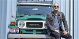 Tom Hanks prodává i svou Toyotu Land Cruiser. Uvnitř má sedačky z Porsche