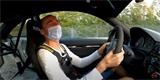Robert Kubica si vzal BMW z půjčovny a ovládl slavný okruh. Známý youtuber to natočil