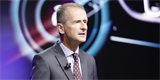 Provoz elektromobilů je levnější, říká šéf VW. Do stínu hodil i vlastní spalovací auta