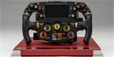 Volant poslední formule 1 od Ferrari může být váš. Model 1:1 stojí přes sto tisíc korun