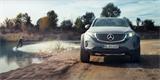 Mercedes EQC 4x4² v akci. Elektrický off-road se hodí i pro wakeboarding