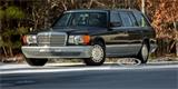Na prodej je vzácný Mercedes-Benz 560 TEL. Kdysi byste na něj vydělávali 155 let