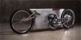 Tento unikátní motocykl skrývá vnitřnosti z klasické Jawy 350. Postavili ho Němci