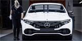 Mercedes spouští výrobu elektrického EQS. Vzniká v hypermoderní továrně 56