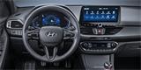 Hyundai i30 vám bude umět pustit zvuky kavárny i krbu. Vybere i nejlepší hospodu