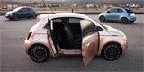 Nový Fiat 500e 3+1 je o chlup praktičtější. Dostal extra dveře na straně spolujezdce