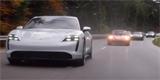 Porsche Taycan vs. legendy. Nová reklama na Porsche vás donutí slintat blahem