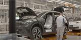 VW nechal znova nahlédnout do továrny na elektromobily. Hlavní hvězdou je ID.4