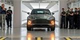 Aston Martin slaví historický milník. Z nové výrobní linky sjel první kousek DBX