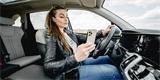 Překračování rychlosti i nevěnování se řízení. V čem nejvíc hřeší čeští řidiči?