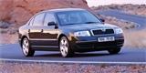 Škoda Superb se představila před 20 lety. Tehdy to vypadalo, že dostane osmiválec