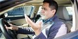 Ministr zdravotnictví změnil názor na nošení roušek v autě. Zase nedává smysl
