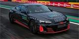 Audi láká na první elektrické RS. Maskovaný prototyp se ukáže při 24h ve Spa