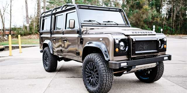 Land Rover Defender V8 restomod
