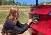 Youtuberka si postavila Teslu pick-up. Je jediná na světě a její název pobaví