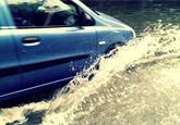 Jak jezdit za silného deště? Expert radí, jak se vyhnout krizovým situacím