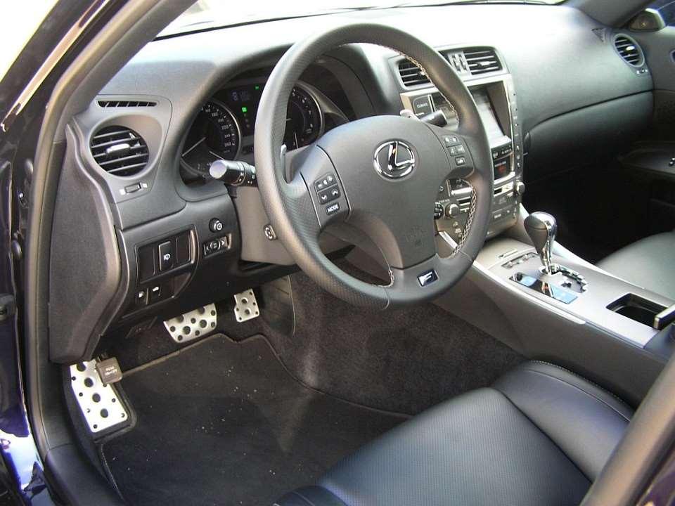 a83f78081e9 Test Lexus IS250  tělem sportovec