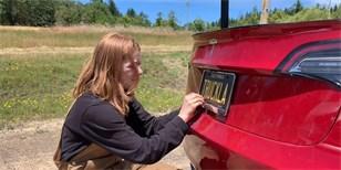 eb4407ad6 Youtuberka si postavila Teslu pick-up. Je jediná na světě a její název  pobaví