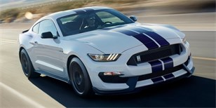 Ford Mustang Shelby GT350 je kladivo na BMW M4